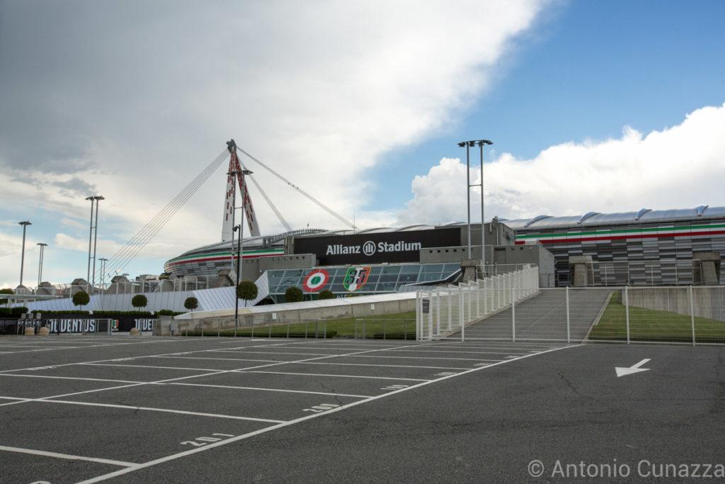 juventus-logo-allianz-stadium