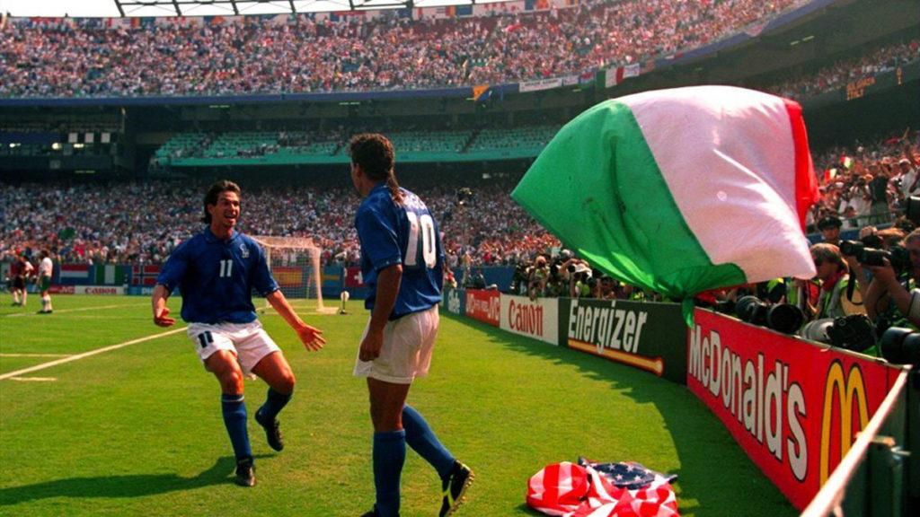 italia roberto baggio bandiera bulgaria mondiali usa 94